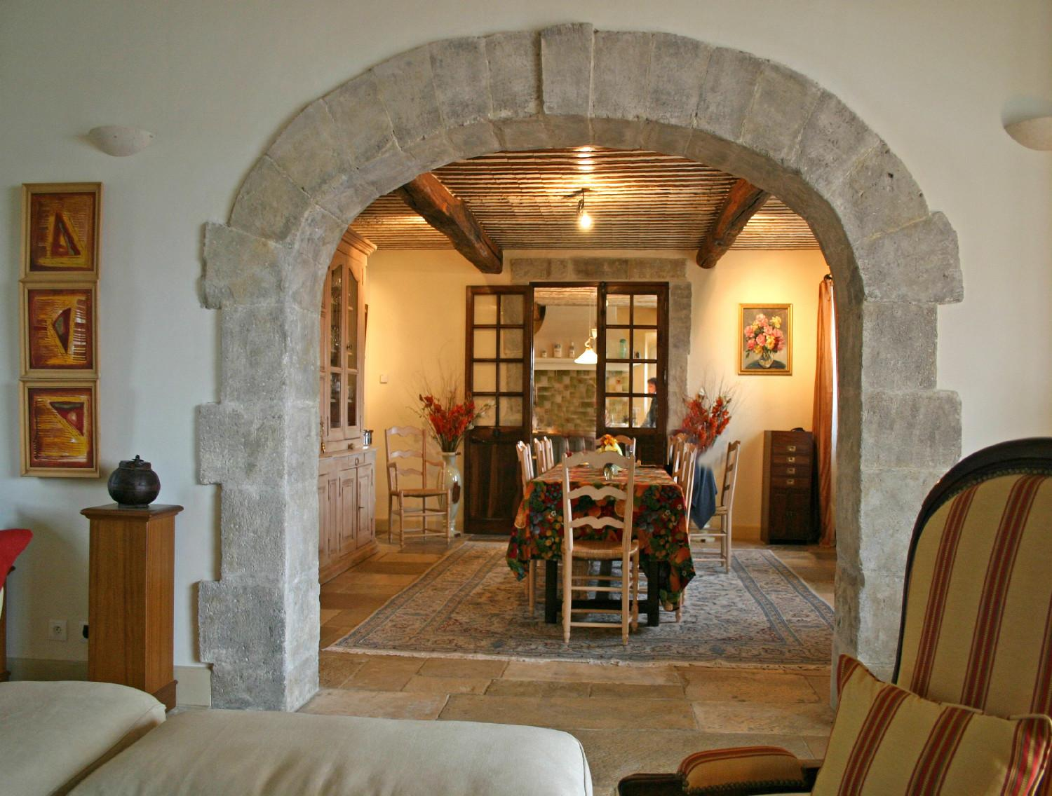 Newly built houses in the luberon a provencal mas made for Salle a manger stone but