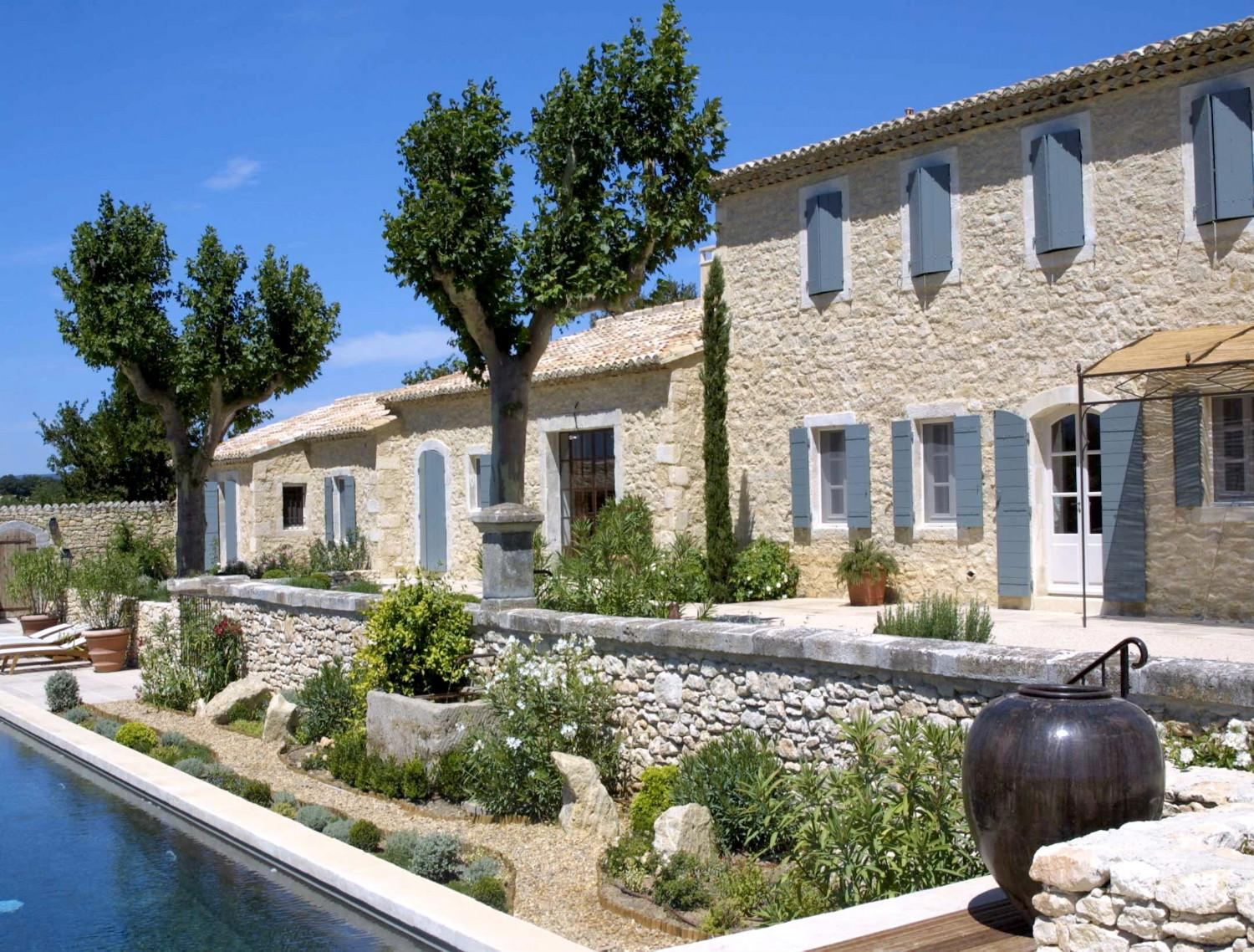 Newly built houses a provencal mas made of stone a for Maison de provence decoration