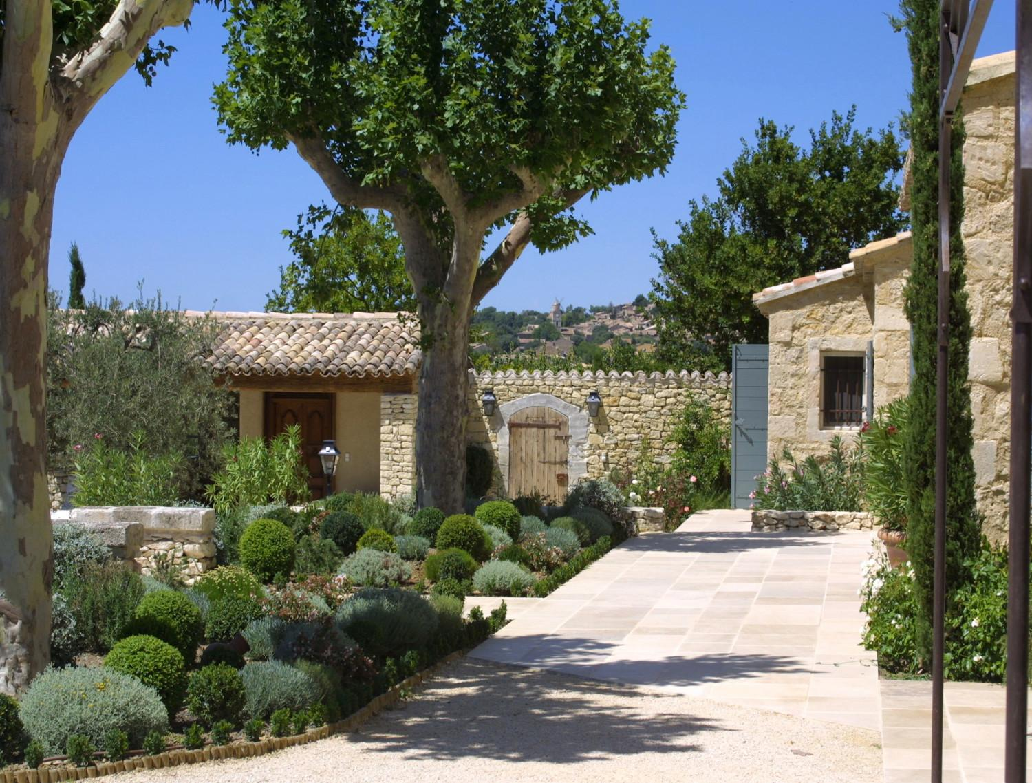 newly built houses a provencal mas made of stone a nelson architect landscape in provence. Black Bedroom Furniture Sets. Home Design Ideas