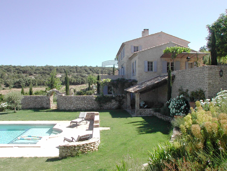 Une maison en provence village house chateauneuf de for Chateauneuf de gadagne piscine